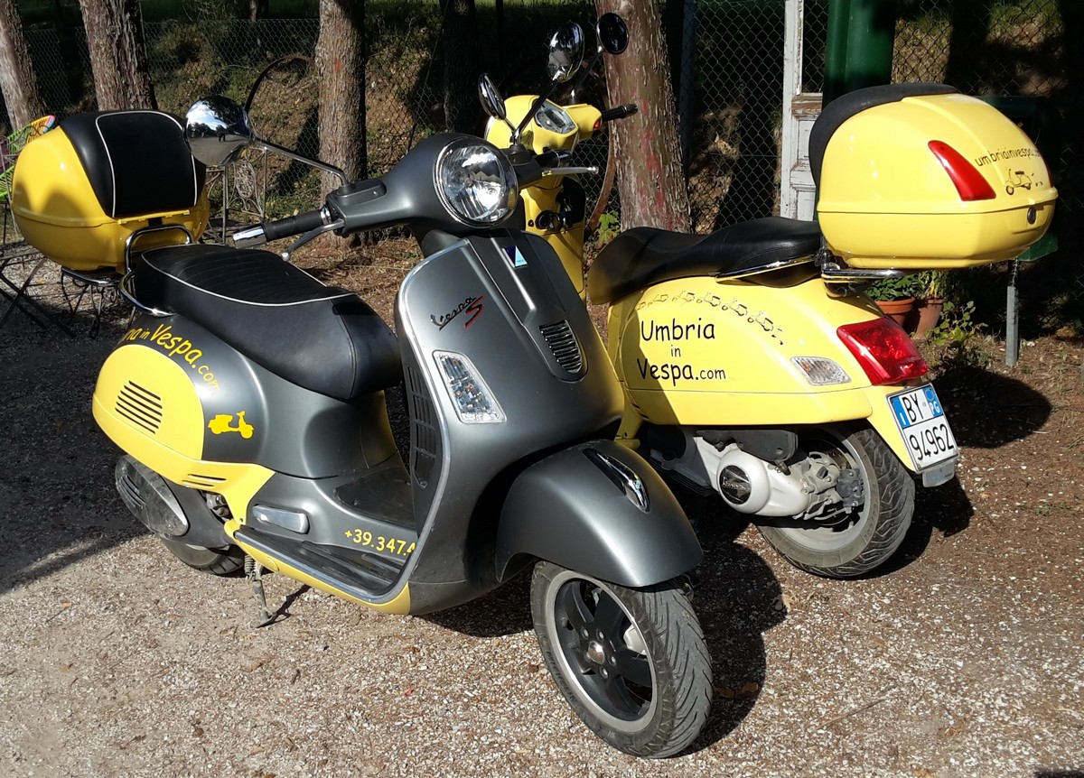 Scooter rental: vehicles and prices by Umbria in Vespa